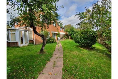 4 bedroom detached house to rent - Queens Close, Bisley