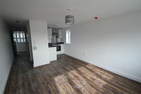 Studio to rent - Church Street, Burnham, Buckinghamshire