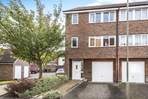 4 bedroom end of terrace house for sale - Tenzing Gardens, Everest Park, Basingstoke, Hants, RG24