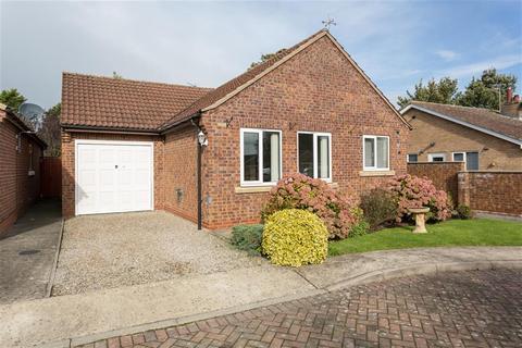 2 bedroom detached bungalow for sale - Fletcher Court, Wigginton, York, YO32 2FH