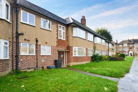 2 bedroom apartment to rent - Beresford Gardens, Enfield, EN1