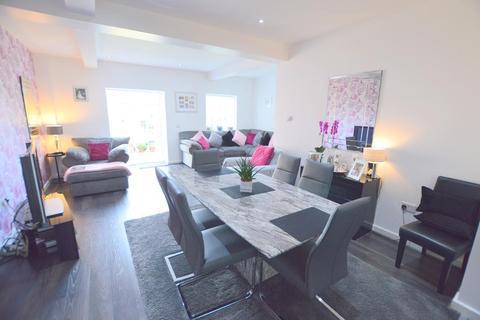 4 bedroom chalet for sale - Alton Road, South Luton, Luton, Bedfordshire, LU1 3NS