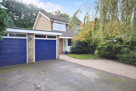 5 bedroom detached house for sale - Backing onto woodland - Chestnut End, Headley