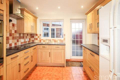 3 bedroom house to rent - Grosvenor Avenue, Hayes, Middlesex