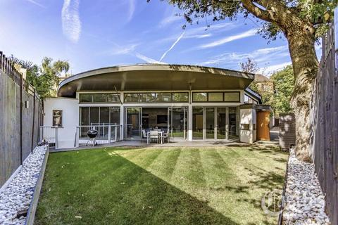 5 bedroom detached house for sale - Cairncross Mews, N8