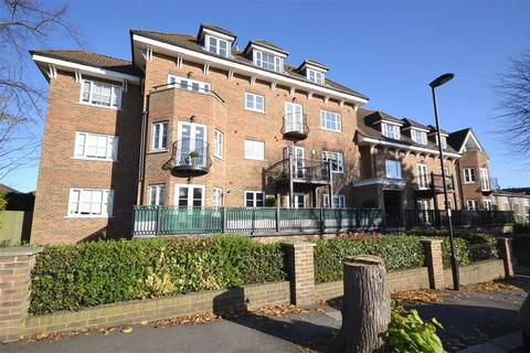 2 bedroom apartment for sale - Bycullah Road, Enfield, Middlesex