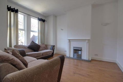 4 bedroom house to rent - Poynter Road, Enfield