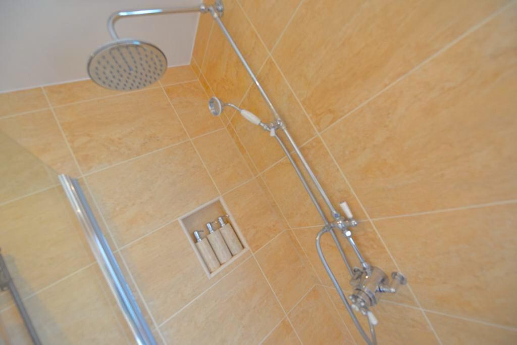 Bathroom/ Wet Room
