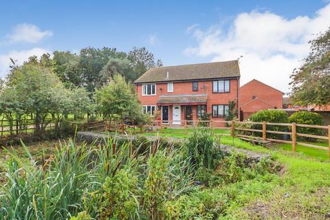 1 bedroom flat for sale - Buchanan Way, Latchingdon