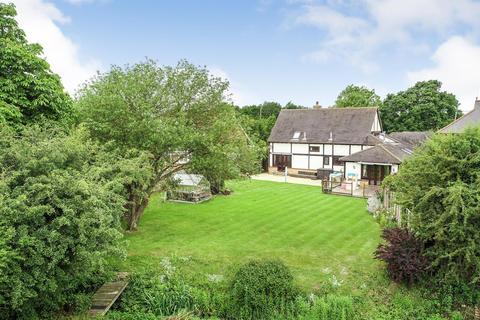 5 bedroom detached house for sale - Mayland Close, Mayland