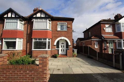 3 bedroom semi-detached house to rent - Davenham Road, Sale