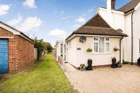 2 bedroom detached bungalow for sale - Manor Road, Whitstable