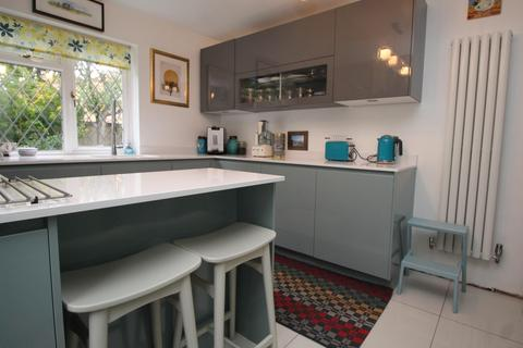 4 bedroom house to rent - Francombe Gardens, Romford, RM1