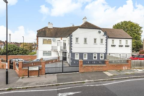 3 bedroom house for sale - Thornsbeach Road London SE6