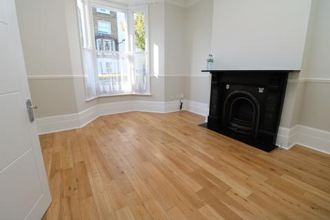 4 bedroom end of terrace house to rent - Perth Road, London N4