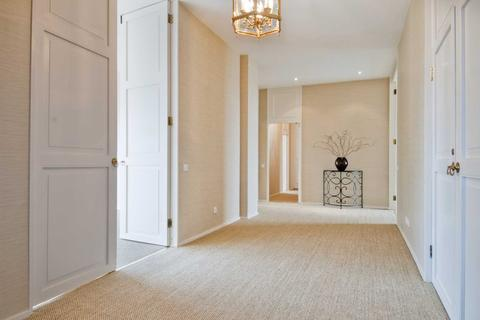 4 bedroom apartment to rent - Eaton Square, London