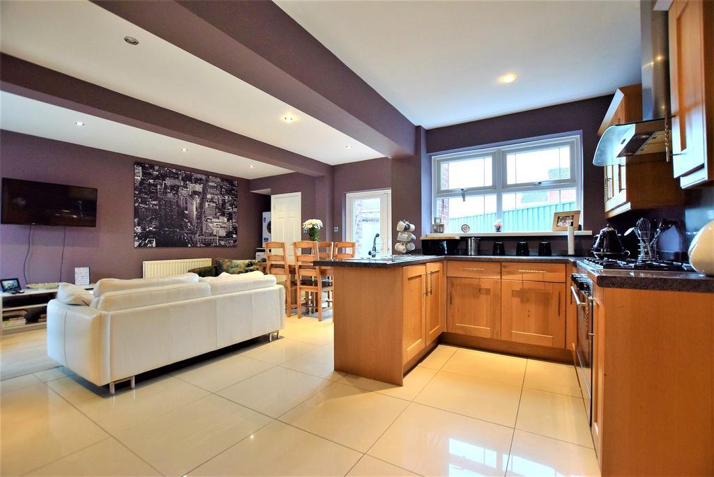 Snug/Dining Kitchen