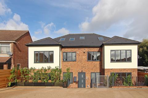3 bedroom flat for sale - Ferrymead Avenue, Greenford, Middlesex, UB6