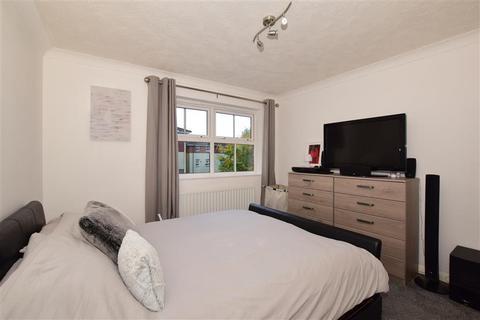2 bedroom flat for sale - Hazel Way, Chipstead, Coulsdon, Surrey