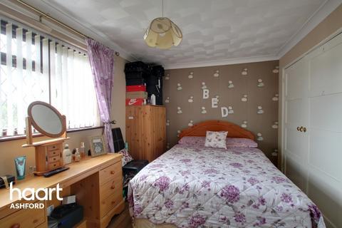 3 bedroom end of terrace house for sale - Oak Tree Road, Ashford