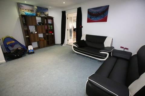 3 bedroom semi-detached house to rent - Garrison Close, HOUNSLOW, Middlesex, TW4