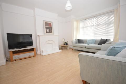 4 bedroom flat to rent - Valley Road London SW16