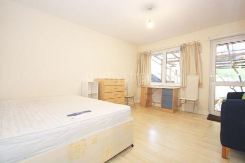 4 bedroom terraced house to rent - Clarkson Row, NW1