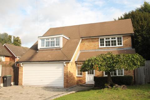 4 bedroom detached bungalow to rent - The Summit, Loughton IG10
