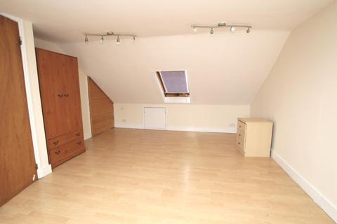 4 bedroom detached house to rent - Albany Road, Enfield, EN3 5UB - Four Bedroom Spacious Home