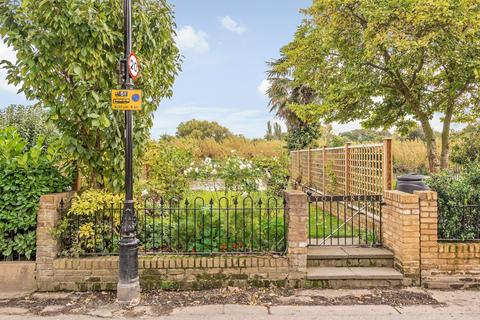 2 bedroom apartment to rent - Eyot Green, Chiswick, W4