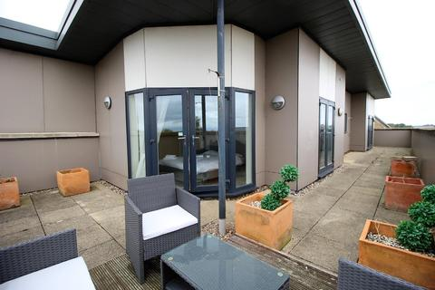 2 bedroom penthouse to rent - Buttercup Road, Orchard Park