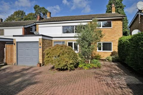 4 bedroom detached house for sale - Ditton Hill, Surbiton, KT6