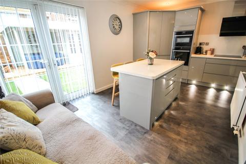 4 bedroom semi-detached house for sale - Kennet Avenue, Greenmeadow, Swindon, SN25