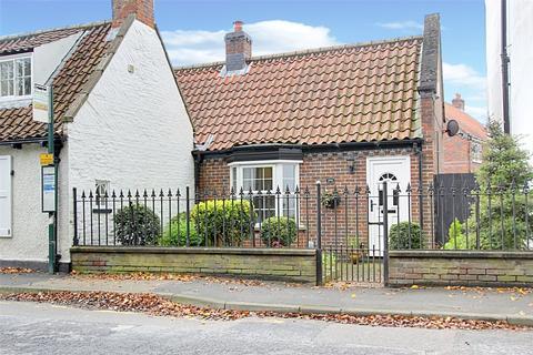1 bedroom bungalow for sale - Beck Bank, Cottingham, East Yorkshire, HU16