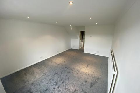 2 bedroom flat to rent - Hedge Lane, Mintern Close