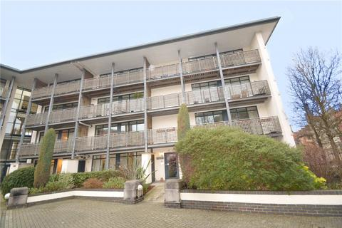 2 bedroom apartment to rent - Queens Court, Peninsula Square, Winchester, Hampshire, SO23