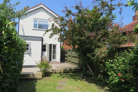 2 bedroom detached house to rent - MARLOW DETACHED HOUSE
