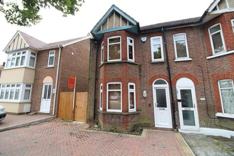 3 bedroom end of terrace house to rent - Traditional Re-furbished Home in Leagrave, Limbury Road