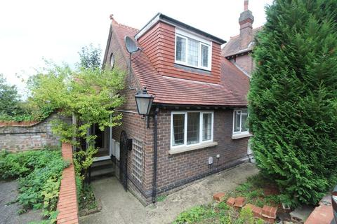 1 bedroom house for sale - CHAIN FREE ONE BEDROOM HOME on Downs Road, Luton