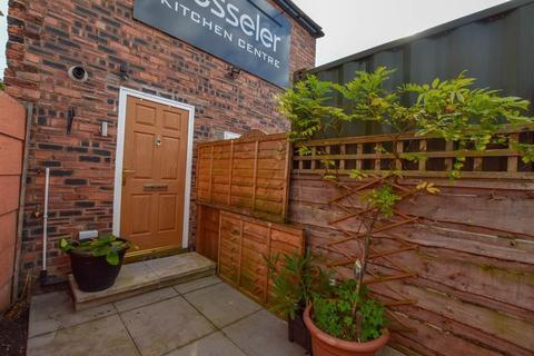 2 bedroom apartment to rent - Manchester Road, Altrincham, WA14
