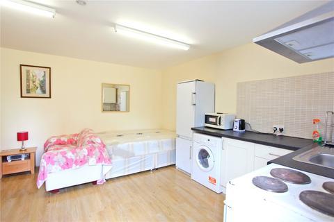 Studio to rent - Broomfield Lane, Palmers Green, London, N13