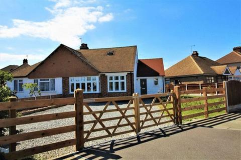 4 bedroom semi-detached bungalow for sale - North Grays