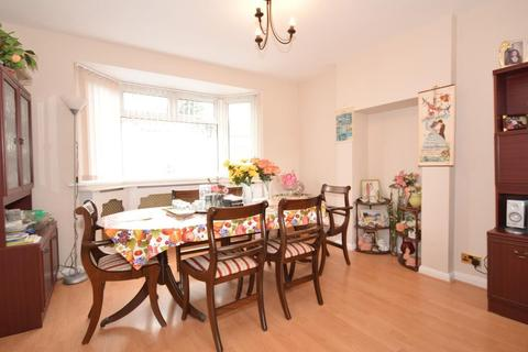 5 bedroom house share to rent - Large Double Room to Rent in Hillcross Avenue, Morden