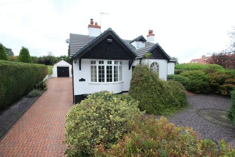 3 bedroom detached bungalow for sale - Wrexham Road, Pentre Bychan