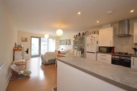 3 bedroom flat to rent - Temple Court, Barton Road, BRISTOL, BS2