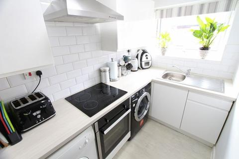 2 bedroom flat for sale - Clairville Close, Bootle
