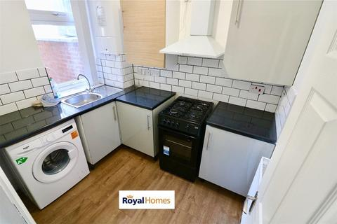 2 bedroom semi-detached house to rent - BURY PARK RD, LUTON LU1