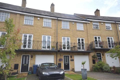 4 bedroom property to rent - De Havilland Drive, High Wycombe