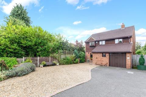 4 bedroom detached house for sale - Fleetwood Close, Tadworth, KT20