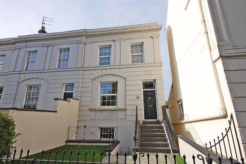 3 bedroom end of terrace house for sale - London Road, Charlton Kings, Cheltenham, GL52